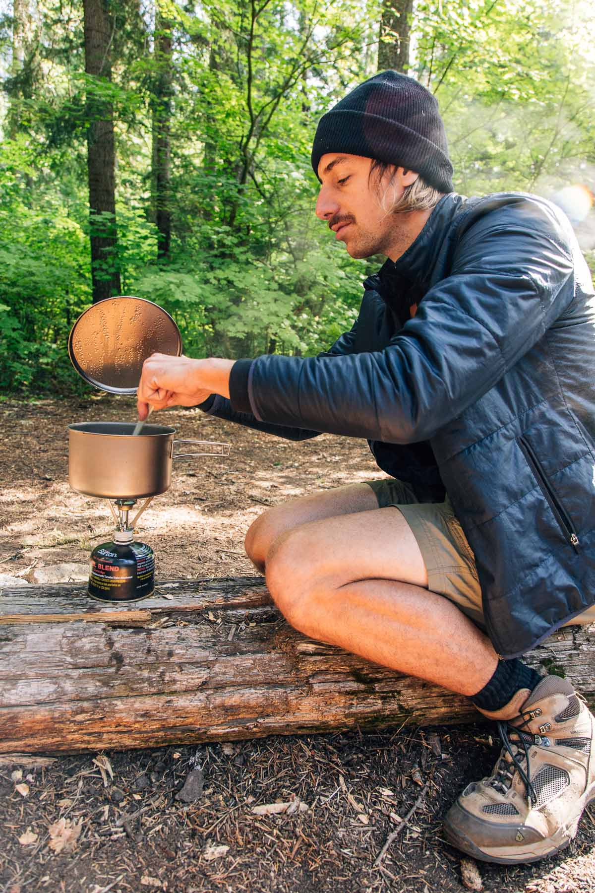 How to cook while backpacking