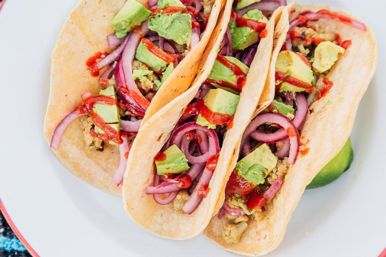 Beer-simmered #vegan cauliflower tacos topped with zingy quick pickled red onions are the perfect camping food for hanging out with friends!