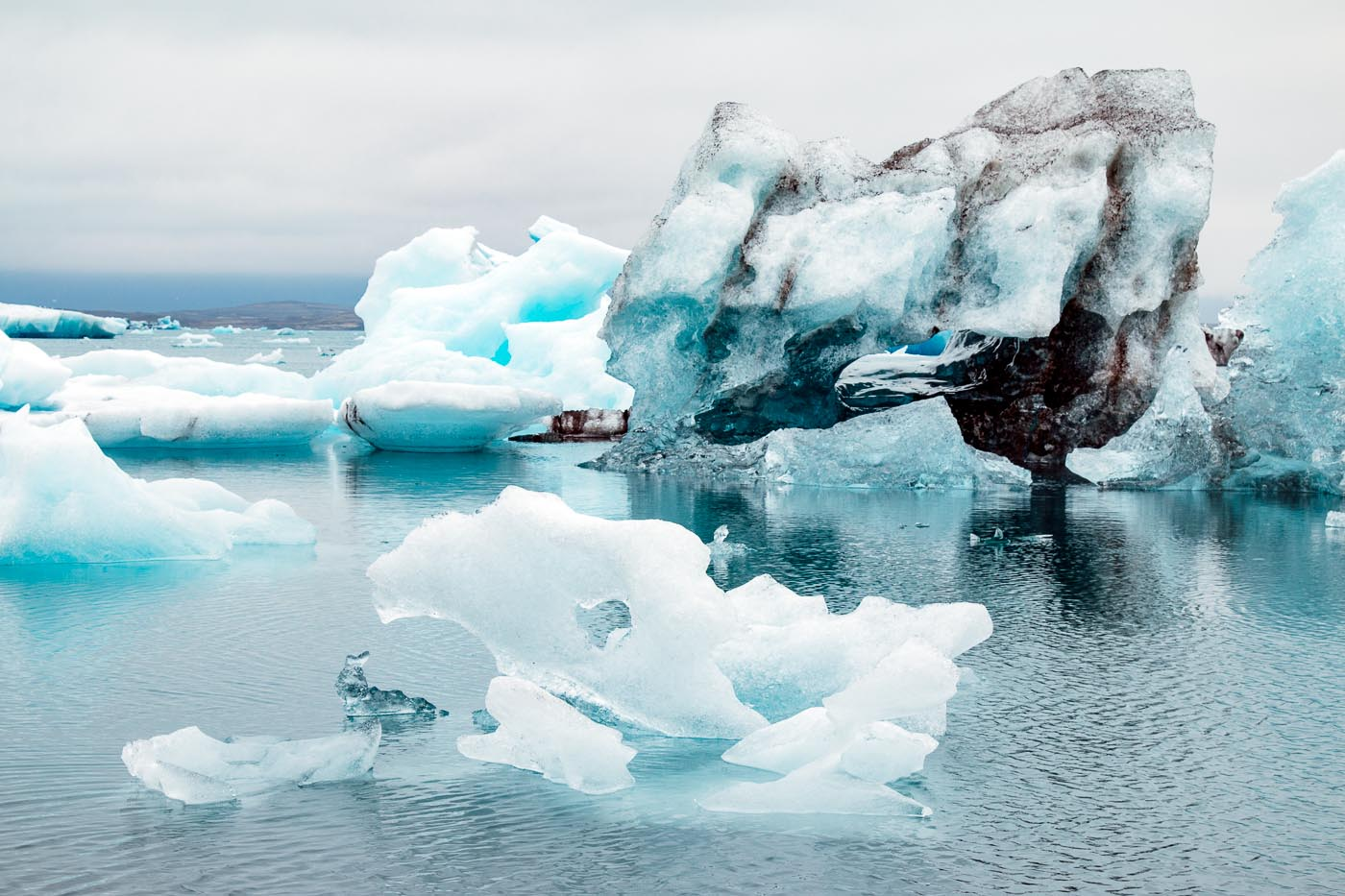 Blue icebergs floating in the Jökulsárlón iceberg lagoon