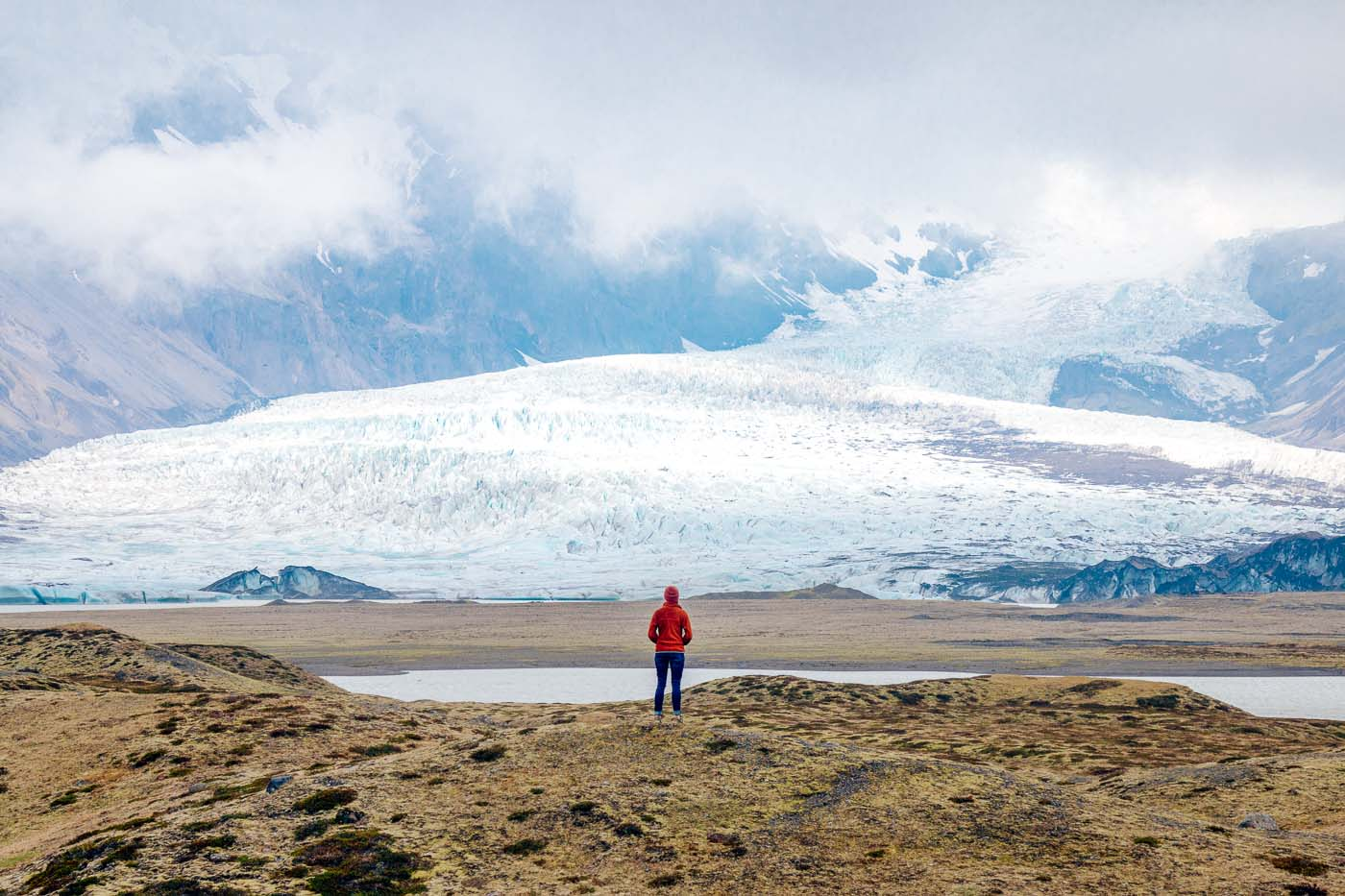 Woman standing at a viewpoint looking at the Skaftafell glacier
