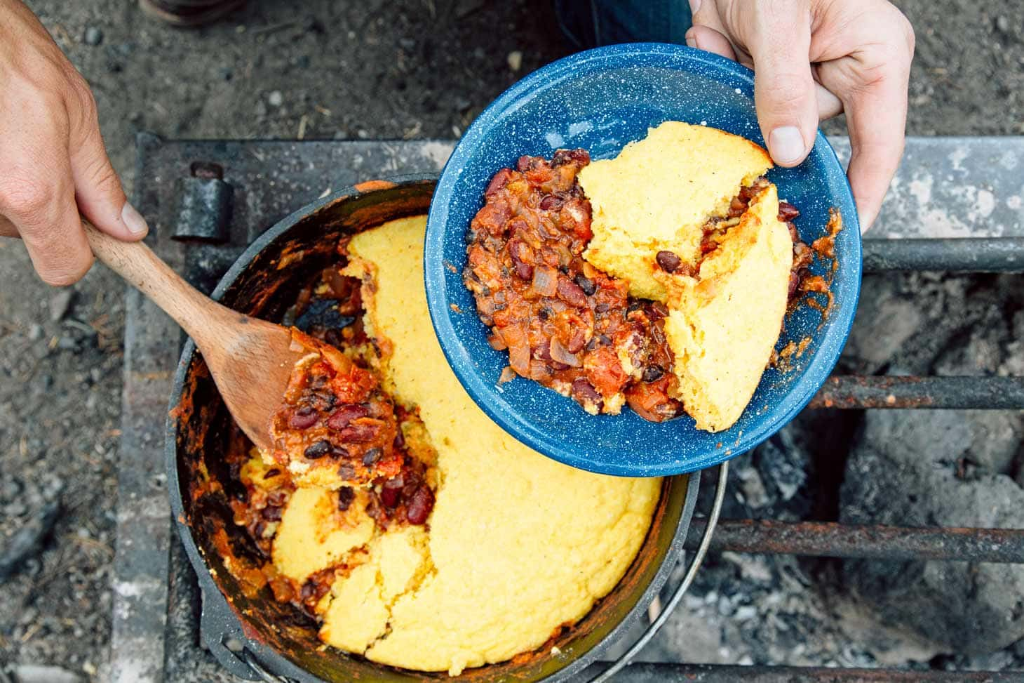 Dutch oven vegetarian chili cornbread fresh off the grid for Dutch oven camping recipes for two